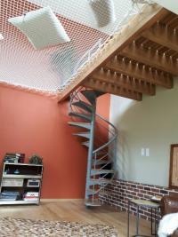 Créer un espace détente supplémentaire en posant un filet d'habitation !